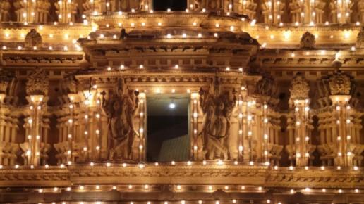 arredo di luci nel tempio